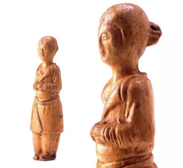 唐代 · 黄釉女俑(宁夏博物馆)