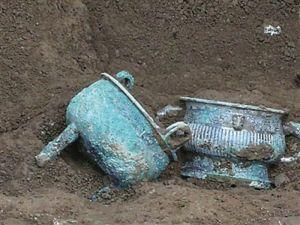 陕西宝鸡旭光墓地出土罕见金制品和青铜器