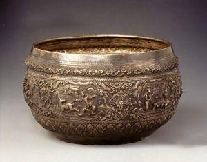 清代 · 凸花金鹿故事银钵(中国国家博物馆)
